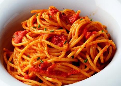 cuisine italienne spaghetti aux deux tomates