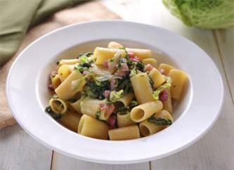 cuisine italienne, penne, chou vert, lardons