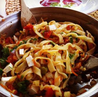 cuisine italienne, tagliatelle, légumes